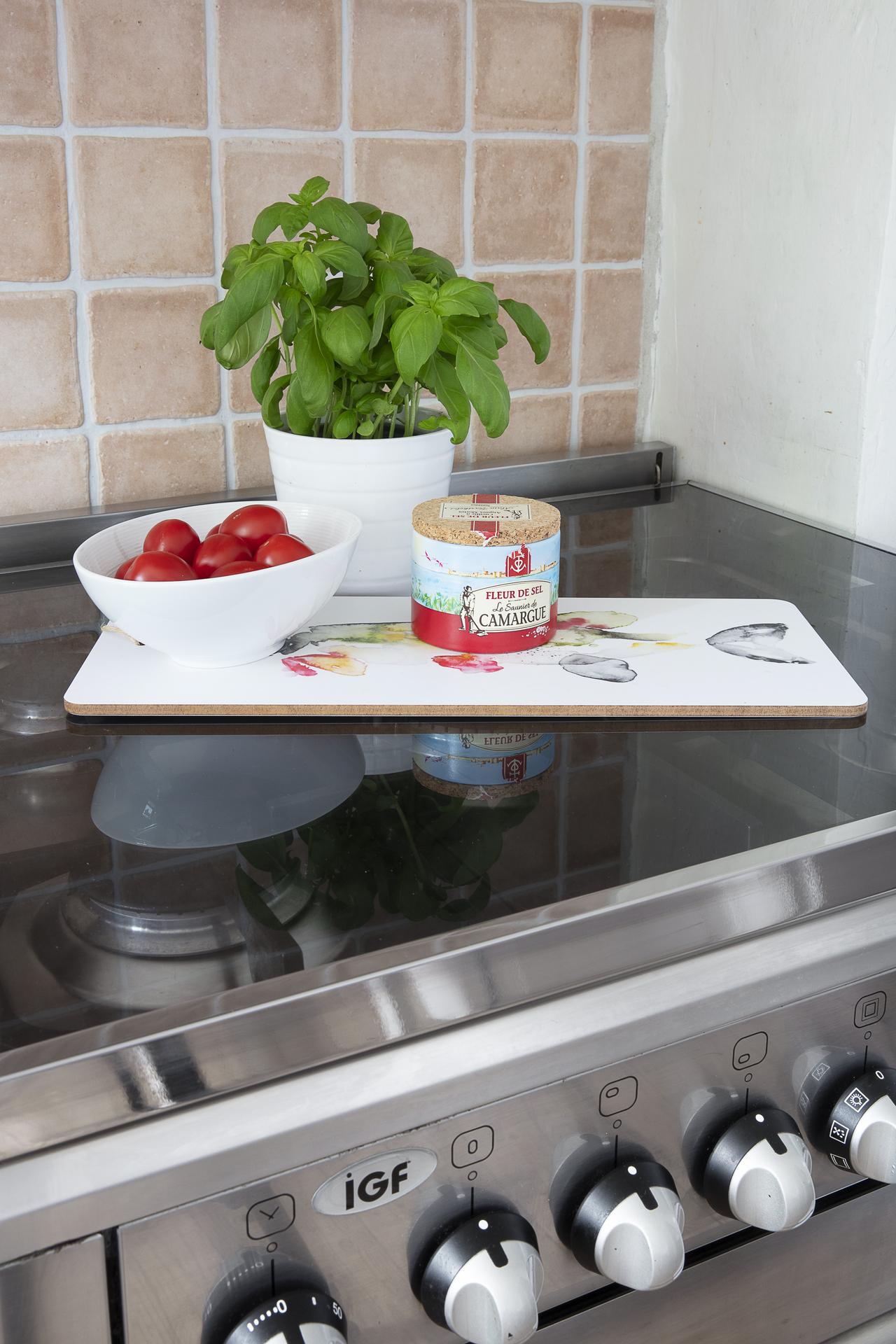 Detaljbild - lock på spisen som möjliggör extra avlastningsyta