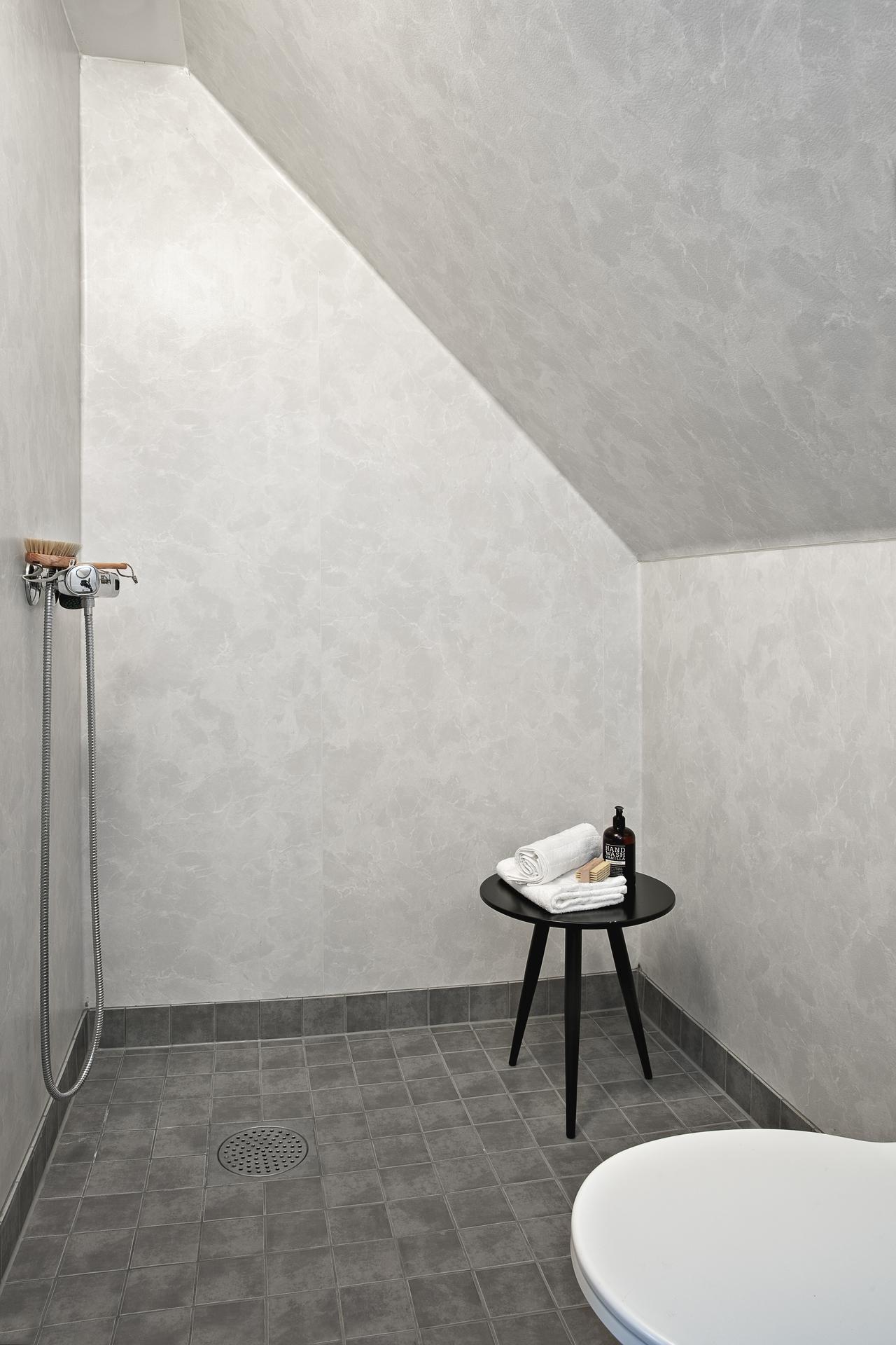 ... åt andra hållet sett med separat duschhörna