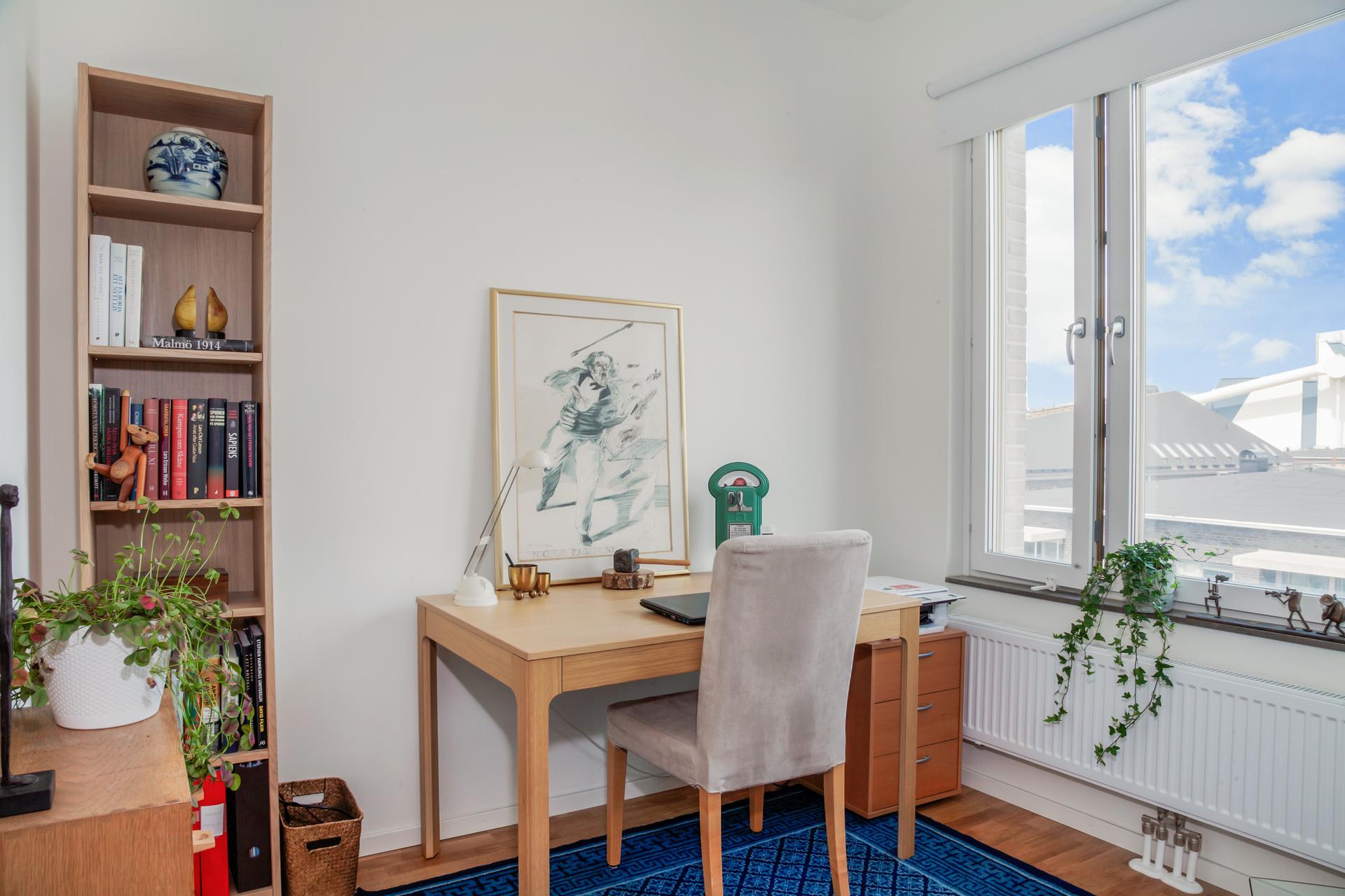 Idag används rummet som kontor, men här finns plats för t.ex. säng och förvaringsmöbler om man så önskar