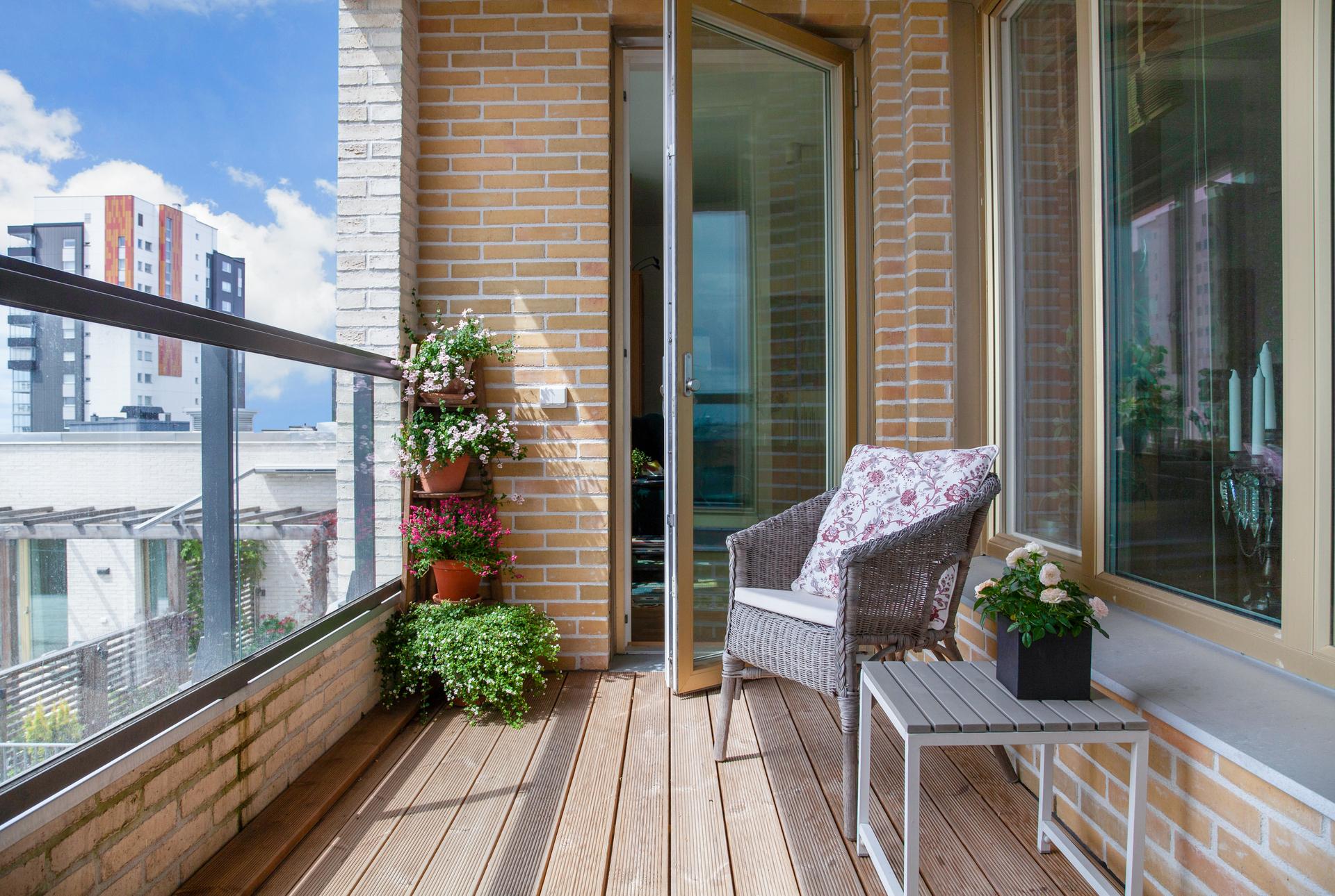Del av balkongen  som ligger utanför köket, men nås ifrån vardagsrummet