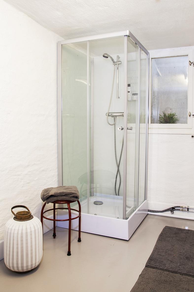 Tvättstuga med duschkabin