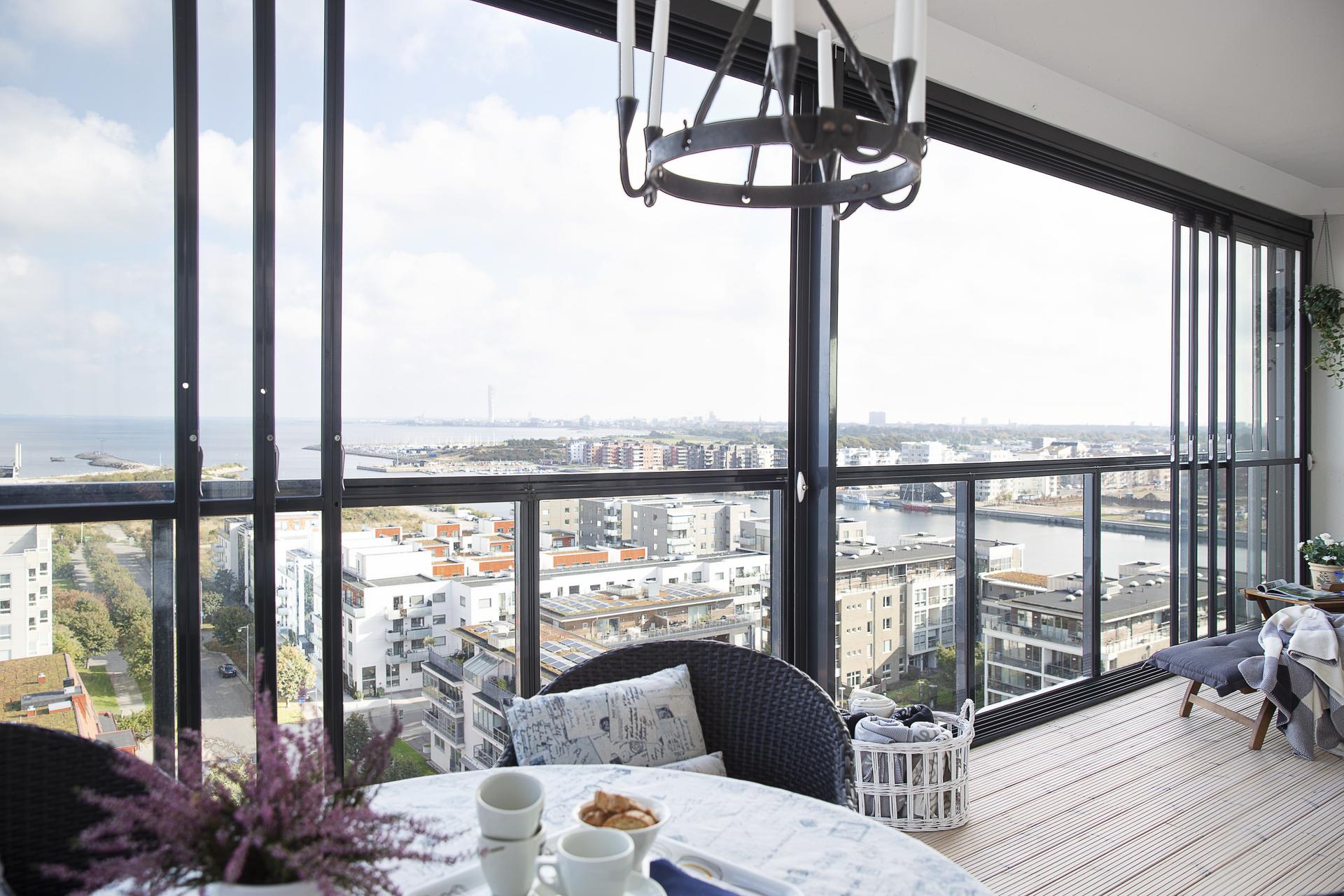 Balkongen erbjuder en öppen och fri utsikt utsikt, med vy ända bort till horisonten