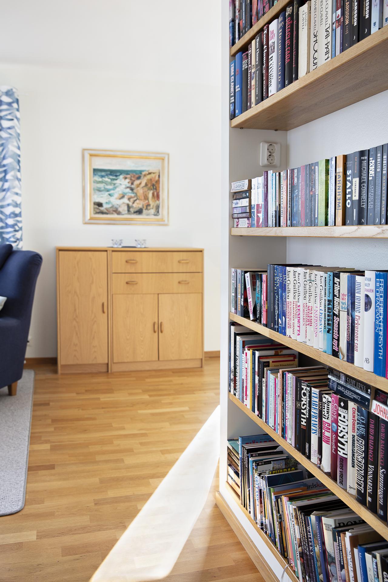 Detaljbild - platsbyggd bokhylla