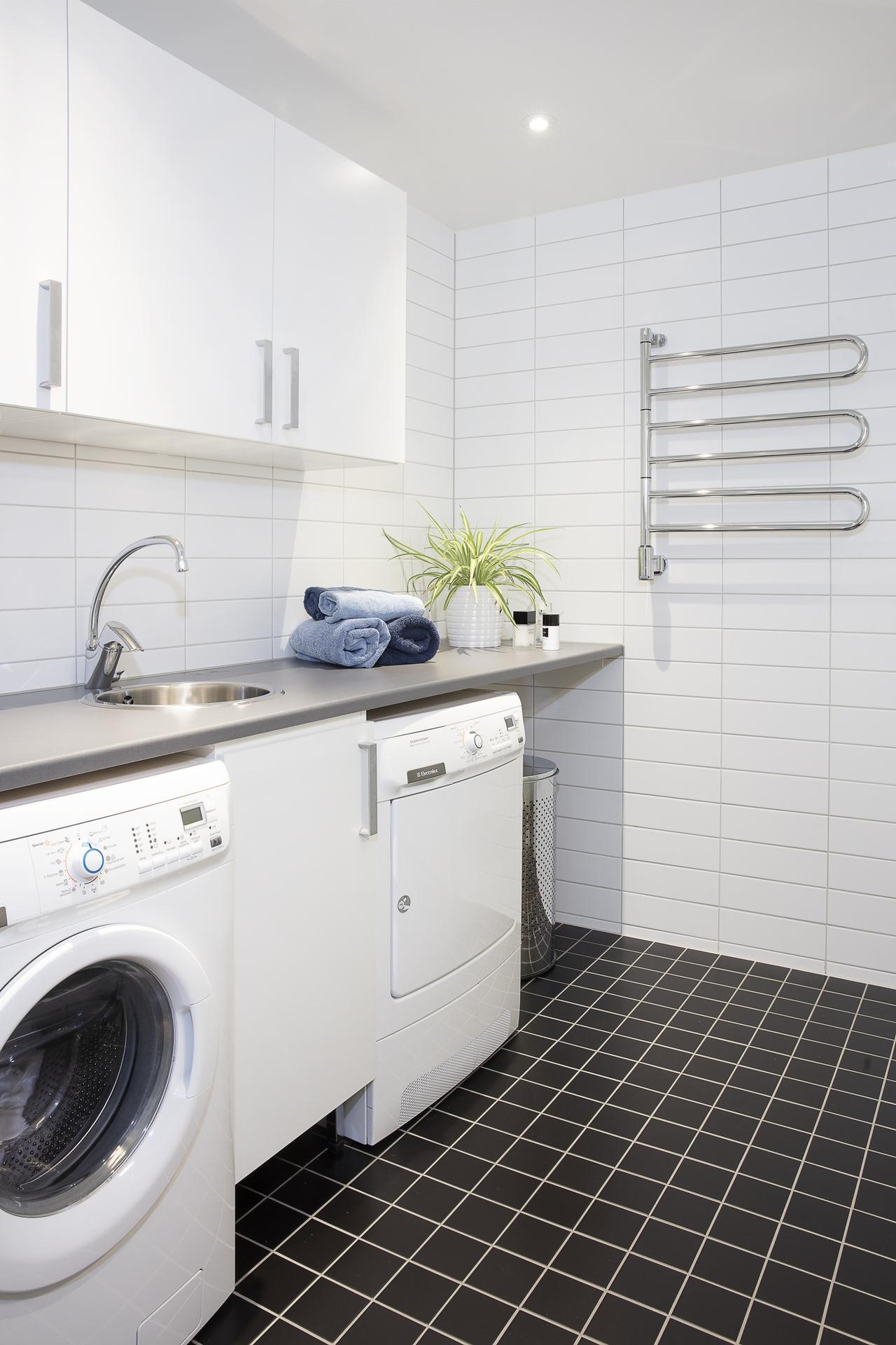 Här finns även en separat tvättavdelning med tvättmaskin och torktumlare