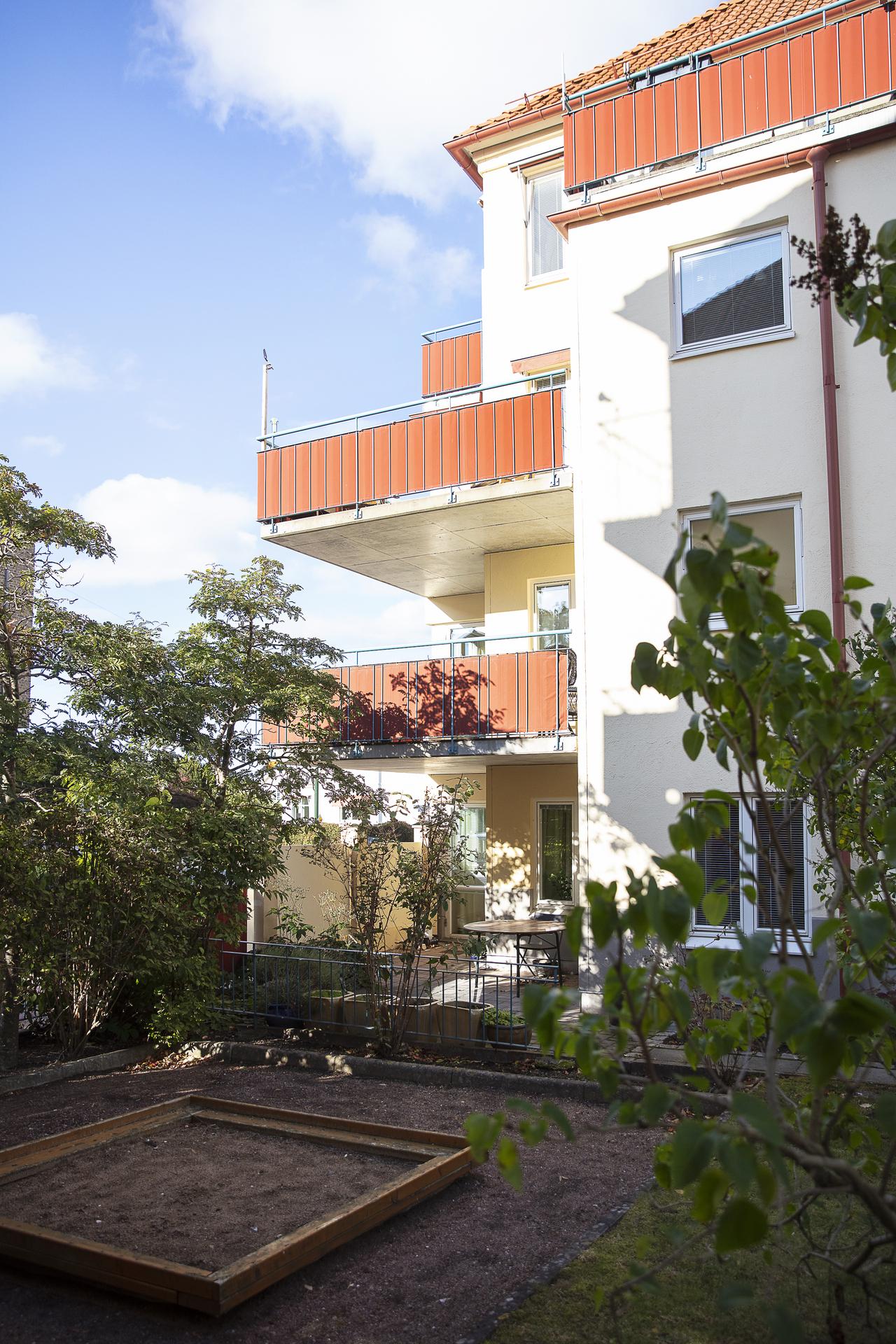 Balkongen på andra våningen, från gården sett
