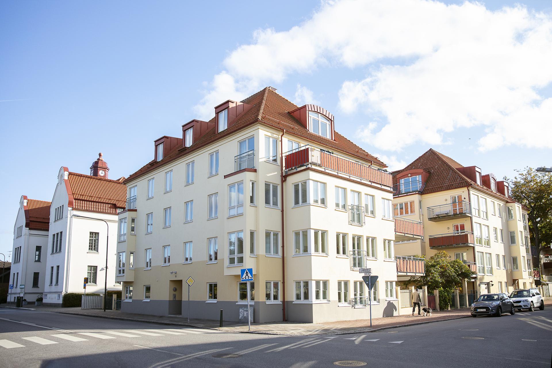 Brf. Tonfisken fastighet, bebyggdes år 2001 och erbjuder moderna ljusa lägenheter