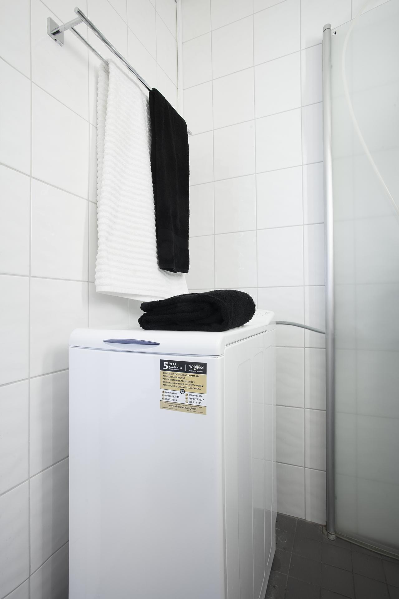 Här finns även en toppmatad tvättmaskin