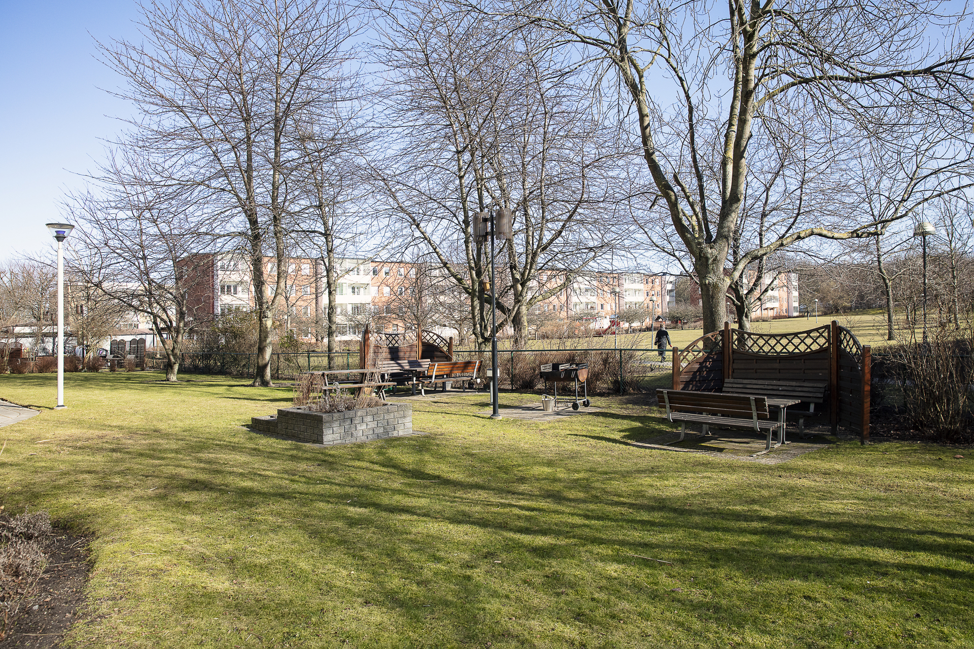 Föreningens välskötta innergård erbjuder bl.a. flera sittgrupper