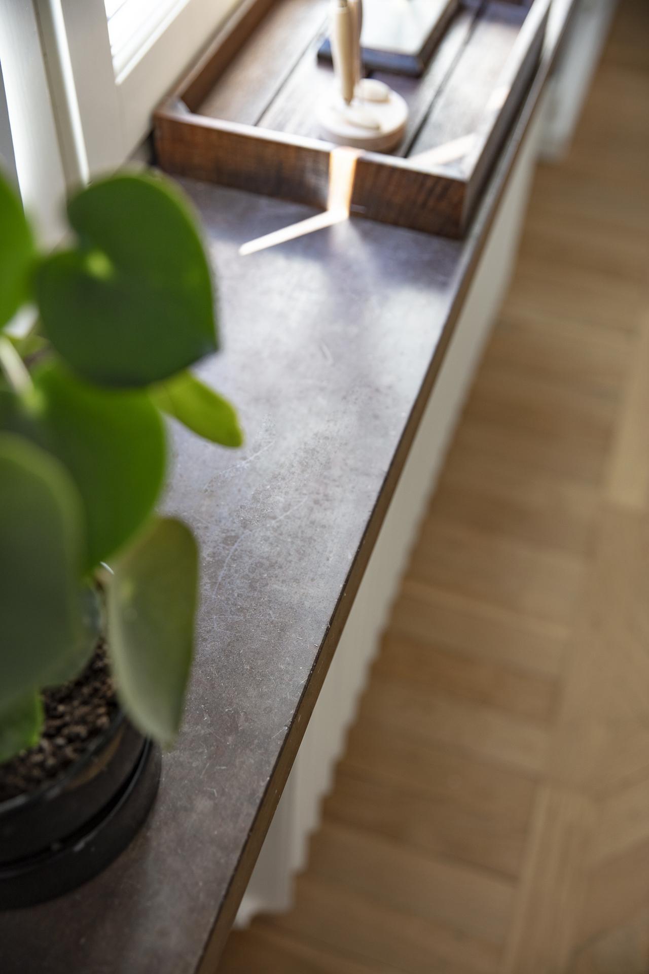 Detaljbild - fönsterkarmar av sten
