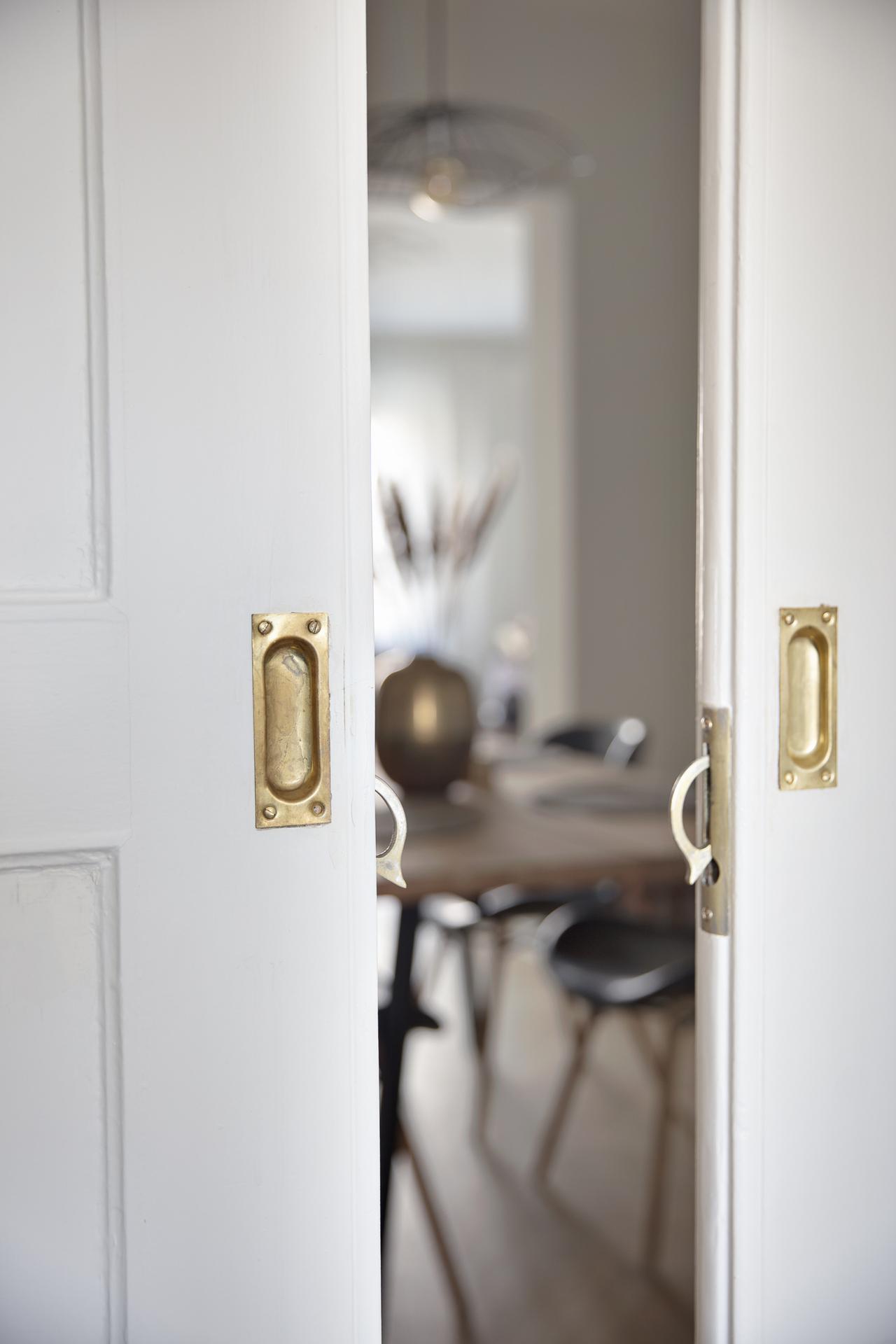 Detaljbild - skjutdörrar med vy mot matrummet